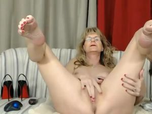 Dirty talking granny fingering old pussy