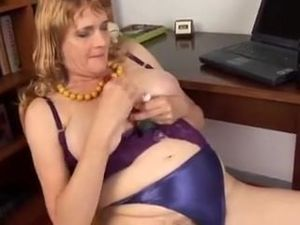 chubby old  loves to fuck her fat juicy..