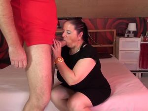 Petite chubby mature mom fucked by lucky..