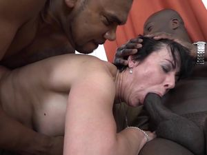 Granny threesomes with 2 black men..