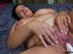 USAwives Horny Mature Solo Toys..